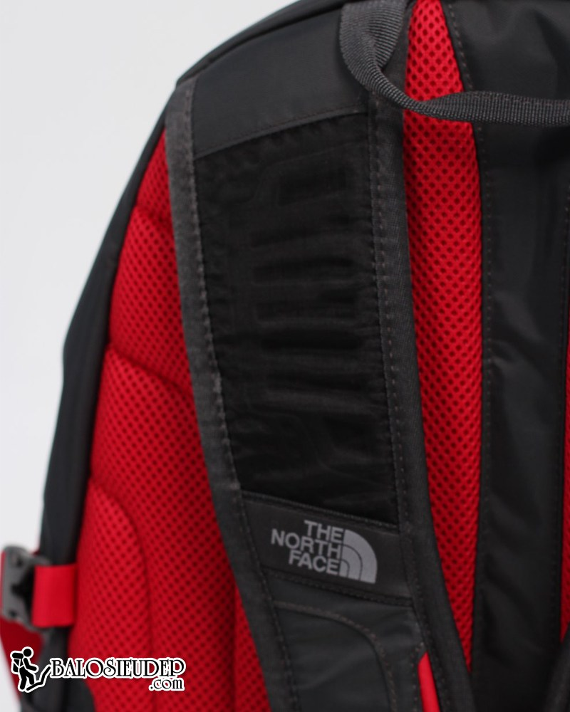 quai đeo của balo the north face recon 2013